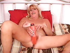 Flirty solo mature fucks her cunt with a toy tubes