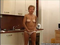 Mom rather masturbates than do housekeeping tubes