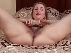 Big ass solo milf models her hairy cunt tubes