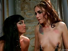 Egyptian goddess licked on the ass by a slave tubes