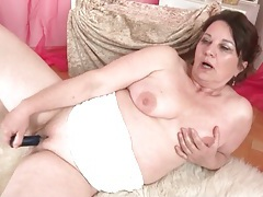 Curvy mature fucks her shaved pussy with a toy tubes