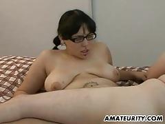 Chubby amateur girlfriend sucks and fucks tubes