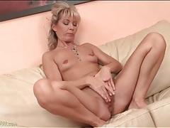 Milf with tiny tits masturbates her pussy tubes
