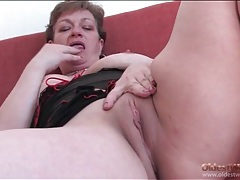 Chubby grandma in lingerie masturbates pussy tubes