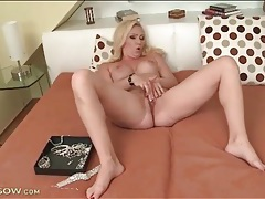 Big titty blonde milf masturbates her hot hole tubes