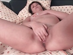 Cute brunette mature masturbates her pussy lustily tubes
