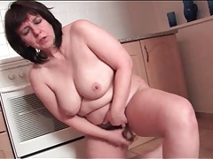 Fat housewife toy fucks her cunt in kitchen tubes