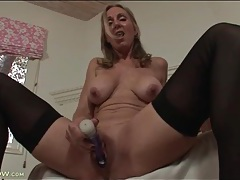 Solo mom turns on her pussy with a toy tubes