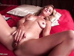 Naked mom vibrates her hairy cunt tubes