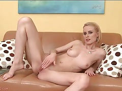 Leggy and lean blonde beauty masturbates tubes