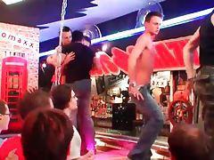Hot dancing at a gay bar tubes