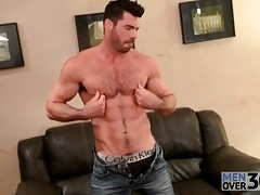 Fit body bear takes off his jeans and jerk off tubes