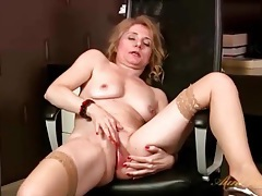 Mature office babe rubs her pussy lustily tubes