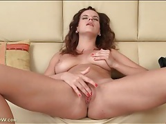 Mom with nice natural tits masturbates her hot cunt tubes