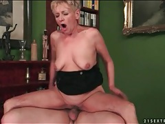 Wrinkled granny fucked in her tight pussy tubes
