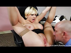 Coworker fucks kagney linn karter in office tubes
