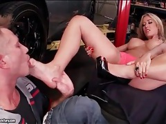 Capri cavanni arouses mechanic with her feet tubes