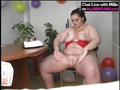 Birthday bbw rubs cake all over her tits tubes