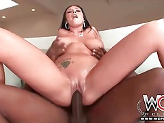 Curvy slut makes bbc cum with a titjob tubes