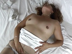 Solo mom in torn pantyhose masturbates tubes