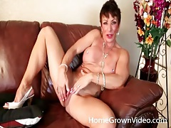 Fit mature with fake tits fingers her box tubes