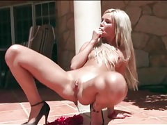 Skinny chick in high heels fingers cunt outdoors tubes