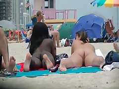 Black and white chicks naked on the beach tubes