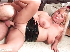 Curvy mature opens her legs to get fucked tubes