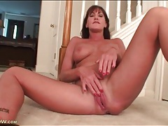 Solo mature with sexy tits masturbates tubes