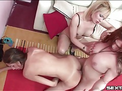Shemale fucks a girl doggystyle in threesome tubes