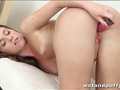 Solo beauty fucks her hot box with a toy tubes
