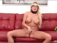 Hot blonde mom with lovely curves masturbates tubes