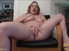 Curvy vicky vixen strips and rubs her pussy tubes