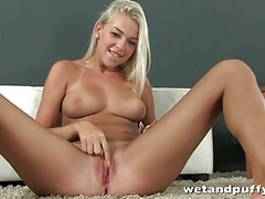 Big tits and smooth box on blonde are sexy tubes