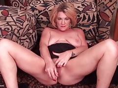 Sexy solo blonde mature dildo fucks her box tubes