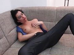 Fit mom strips off her clothes and masturbates tubes