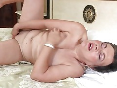 Mature cunt is sexy as she fingers solo tubes