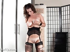 Hot girl in ripped stockings toy fucks her vagina tubes