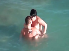 Mature couple boldly fucks in the ocean tubes