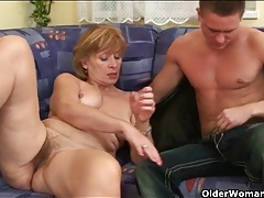 Mature rides dick with her hairy vagina tubes