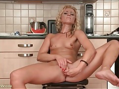 Skinny blonde hottie finger bangs her vagina tubes