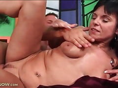 Young guy fucks a hot mature and makes her moan tubes