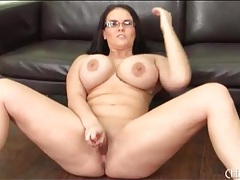 Chunky chick in sexy glasses masturbates tubes