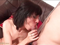 Pretty mature girl gives thick cock a blowjob tubes