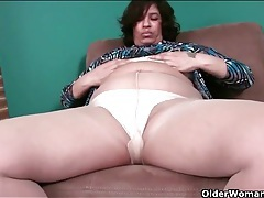 Fat mature babe in pantyhose masturbates tubes