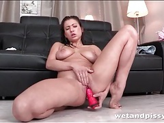 Curvy girl fucking a toy and pissing tubes
