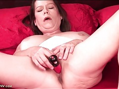 Toy slowly fills her pretty milf pussy tubes