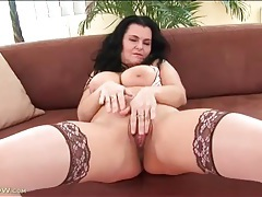 Mouth watering curves on masturbating milf tubes