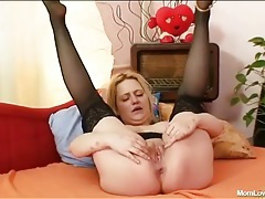 Big butt mom fucks a toy into her wet box tubes