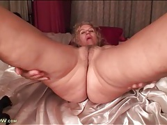Mature toys her tight pussy in close up tubes